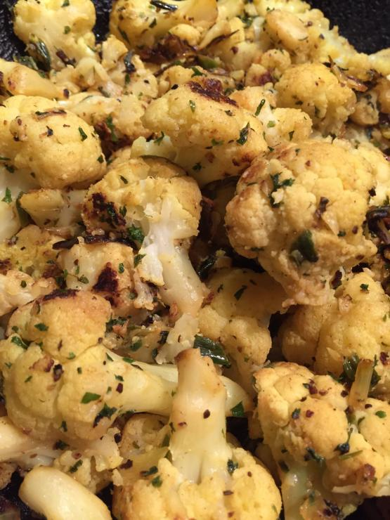 Quick and Easy Recipe for Delicious Roasted Caulflower flavoured with Garlic and Lemon as Side dish.