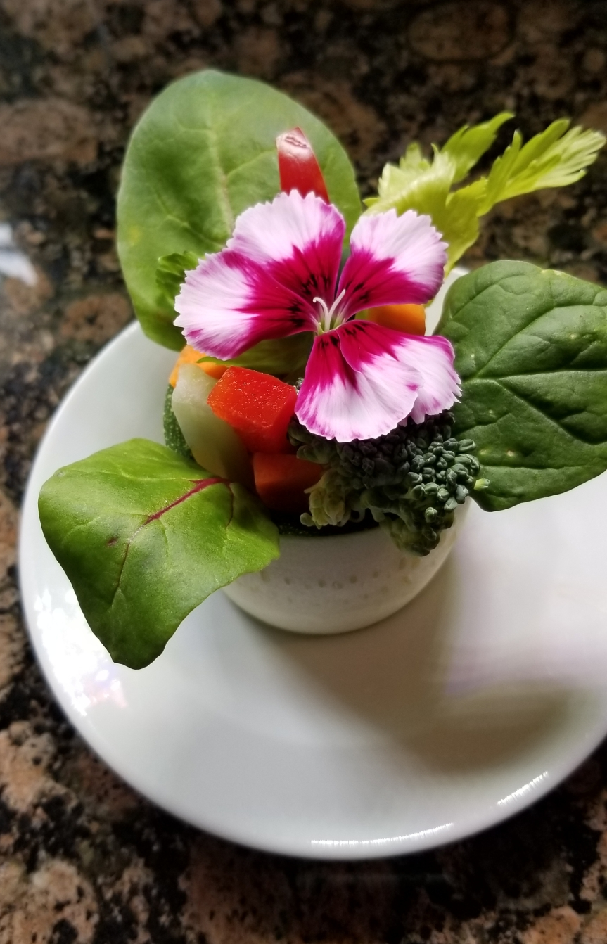 Edible Flower Salad / FlowerpotSalad